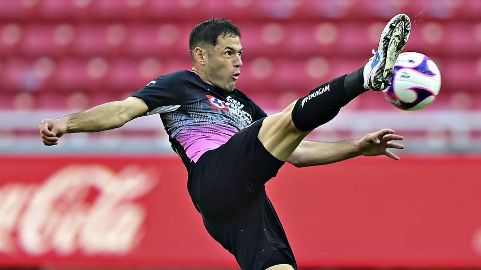Pablo Aguilar volvió con Cruz Azul ante Chivas