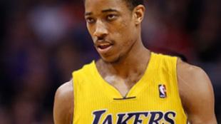 Montaje de DeMar DeRozan con la camiseta de los Lakers
