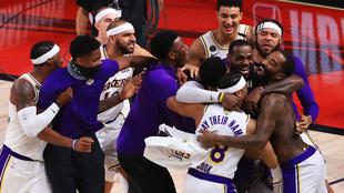 Los Lakers celebran el triunfo en la final de la NBA