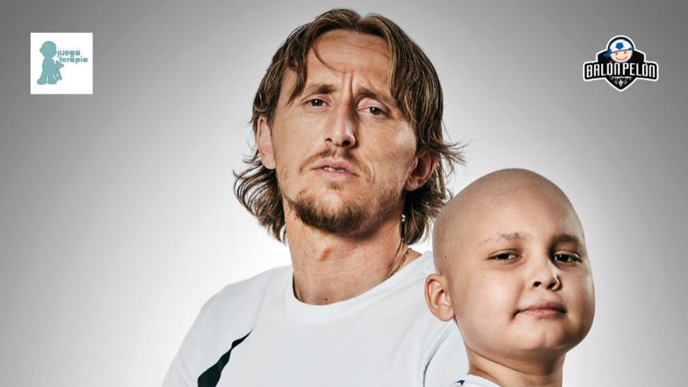 ¡Consigue tu #BalónPelón firmado por Modric o Suárez y ayuda a JuegaTerapia!