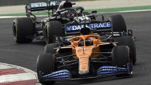 Sainz, tras superar a Hamilton en la primera vuelta.