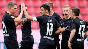Jugadores del Borussia Moenchengladbach celebran un gol al Mainz