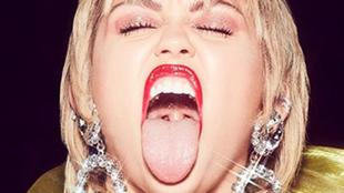 "Miley Cyrus en Interview: ""Un OVNI me persiguió. Vi a un ser sentado..."