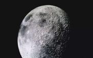 La Luna contiene reservas de agua congelada según la NASA.