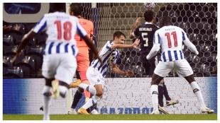 Fábio Vieira celebra el 1-0 del Oporto ante Olympiacos.