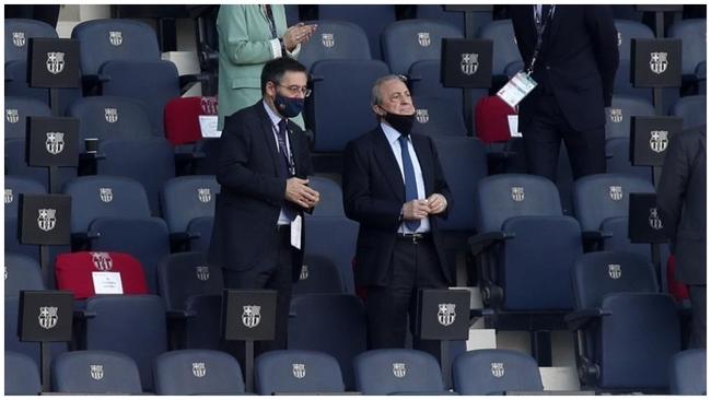 Josep María Bartomeu y Florentino Pérez en el palco del Camp Nou,...