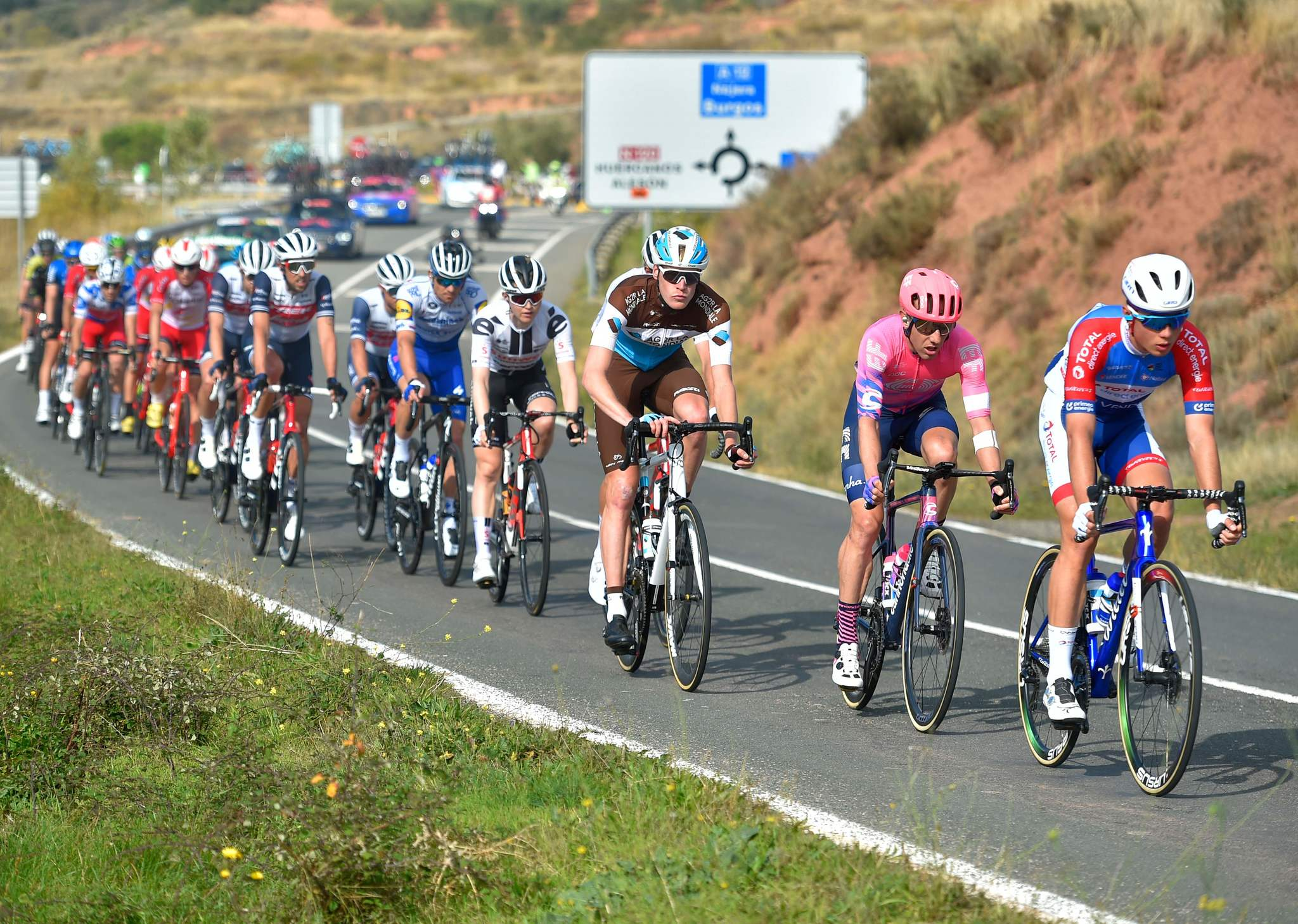 The pack rides in Ventosa during the 8th stage of the 2020 La lt;HIT gt;Vuelta lt;/HIT gt; cycling tour of Spain, a 164 km race from Logrono to Alto de Moncalvillo, on October 28, 2020. (Photo by ANDER GILLENEA / AFP)