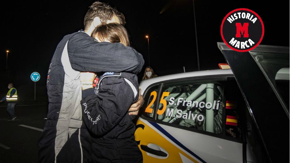 Sergi Francolí abraza a María Salvo-