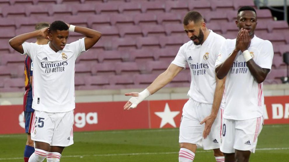 Benzema and Vinicius, in the Camp Nou, with Real Madrid shirt.