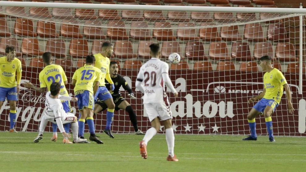 Fran García marcando el 1-0 en el Belmonte