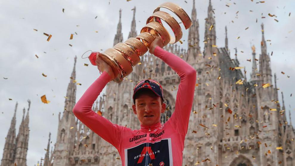 Tao celebrando el triunfo durante el último Giro