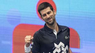 Novak Djokovic celebra su victoria ante Borna Coric en Viena.