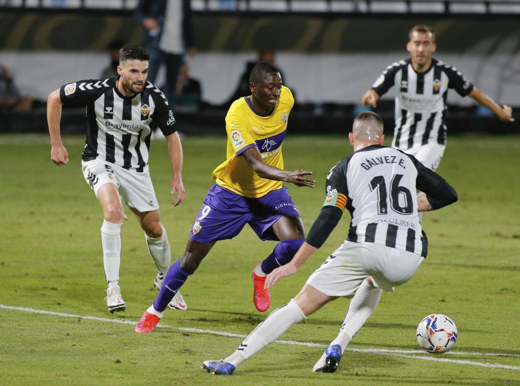Umar Sadiq, que 'colaboró' en los dos goles del Almería, encara a...