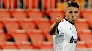 Manu Vallejo, en un partido con el Valencia en Mestalla .