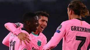 Dembélé celebra el gol en Turín con Sergi Roberto y Griezmann