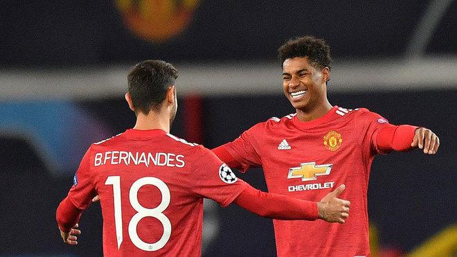 Rashford y Bruno Fernandes celebran uno de los goles del inglés.