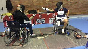 Judith Rodríguez, aprendiendo a entrenar en silla con el maestro...