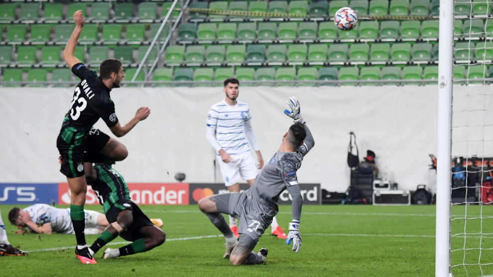 Franck Boli marca el gol del empate al Dinamo Kiev