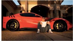 Saúl Álvarez enciende las redes con su lujoso automóvil