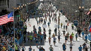 Cientos de corredores, en el maratón de Boston