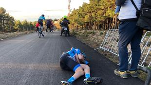 Dan Martin se dejo caer tras cruzar la línea de meta de Moncalvillo.