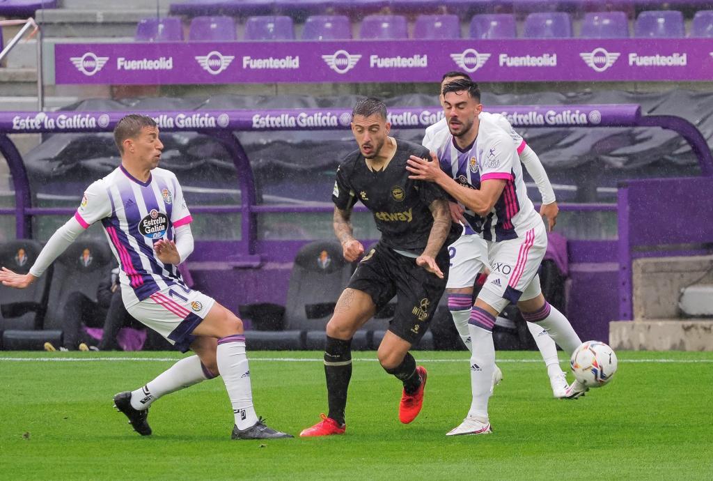 Joselu frente al Real Valladolid