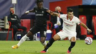 Marcos Acuña, ante el Stade Rennes.