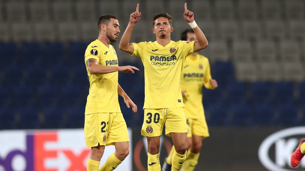 Pino celebra el tanto del empate del Villarreal