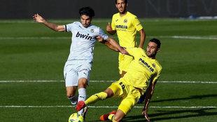 Iborra hace una entrada a Soler  en el último Villarreal-Valencia.