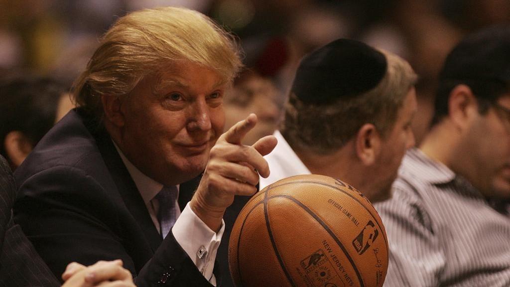 Donald Trump, en una imagen de archivo, durante un partido de los...