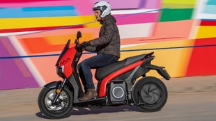 La eScooter 125 es 100% eléctrica y ofrece 137 km de autonomía.