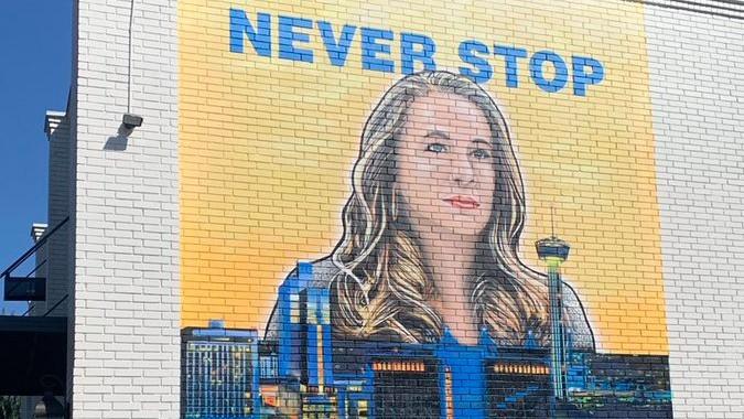El mural dedicado a Becky Hammon en San Antonio.