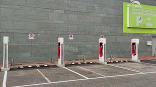 La estación de supercargadores V2 de Tesla recién inaugurada en...