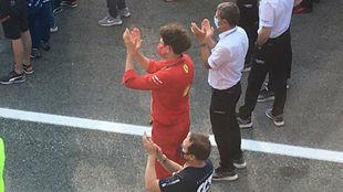 Mattia Binotto aplaude a Sainz en el podio en el GP de Italia 2020.
