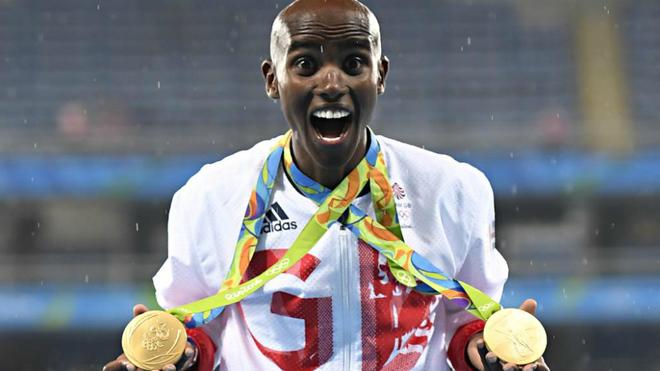 Mo Farah con los dos oros ganados en los Juegos de Río 2016.