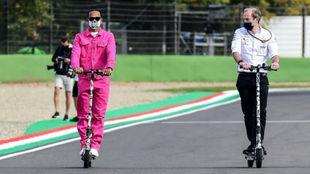 Hamilton, dando la vuelta a Imola, con un 'discreto' terno...