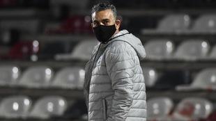 Pity Altamirano, nuevo técnico de Querétaro, sufre su primera...