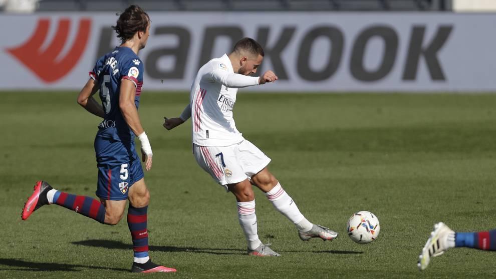 Hazard conecta el zurdazo ante Mosquera en el primer gol del Real...