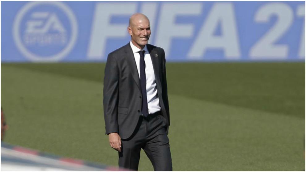 Zidane, durante el partido ante el Huesca.