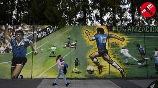 Imagen de uno de los murales dedicados a Maradona en Villa Palito, en...