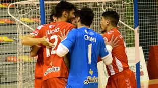Los jugadores del Jimbee Cartagena celebran un gol.