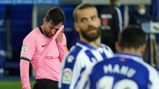 Leo Messi lamenta el empate.
