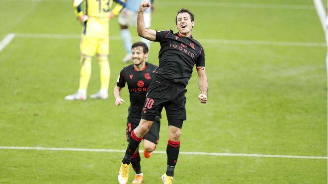 Oyarzabal celebra el segundo tanto de la Real Sociedad frente al...