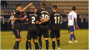 Los jugadores del Sabadell celebran uno de los goles marcados a la...