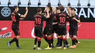 Los jugadores de la Real celebran un gol al Celta.