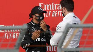Hamilton y Wolff hablan sobre el mismo podio de Imola.