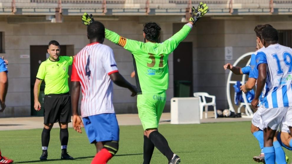 Carlos Aguayo celebra su gol ante el Peñiscola.