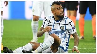 Arturo Vidal protesta en un partido del Inter.