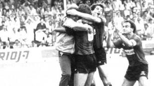 Los jugadores del Mallorca estallan de alegría después de que Luis...