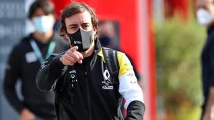 Fernando Alonso en el circuito de Imola.
